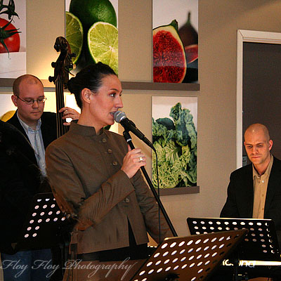 Mattias strm (bass), Emily McEwan (song) and Daniel Lantz (piano) at After Work Jazz at Hotel Uppsala. Copyright: Henrik Eriksson. The photo may not be used elsewhere without my permission.