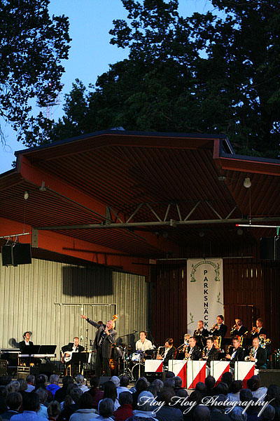 Svante Thuresson & Great Sweet Orchestra at Parksnckan. Copyright: Henrik Eriksson. The photo may not be published elsewhere without written permission.