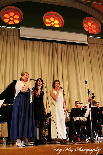sa Lvgren, Hanna Bjarnegrd and Monica Leissner sings. Uppsala University Jazz Orchestra. Copyright: Henrik Eriksson. The photo may not be published elsewhere without written permission.