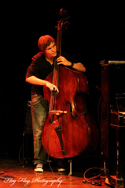 Petter Olofsson (bass), Johan Chistoffersson 4 at Youth Jazz Contest 2007. Copyright: Henrik Eriksson. The photo may not be published elsewhere without written permission.